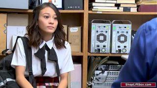 19 years old hot asian school girl sucks guards cock